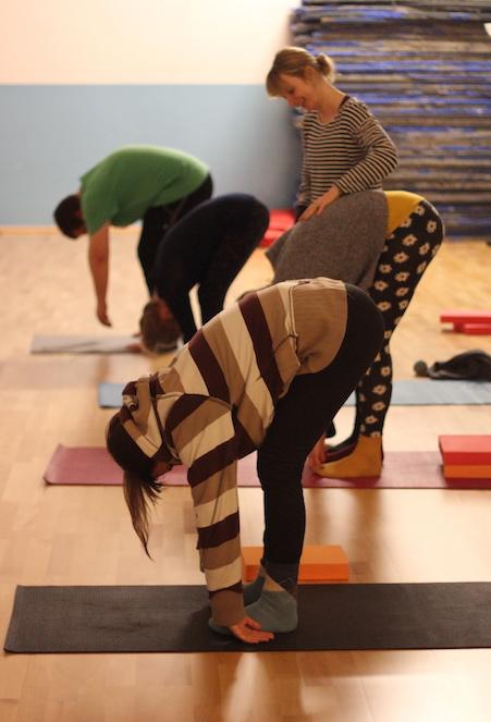 yoga class kinning park complex